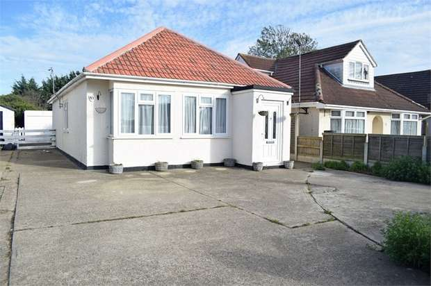 2 Bedrooms Detached Bungalow for sale in Jaywick Lane, Clacton-on-Sea, Essex