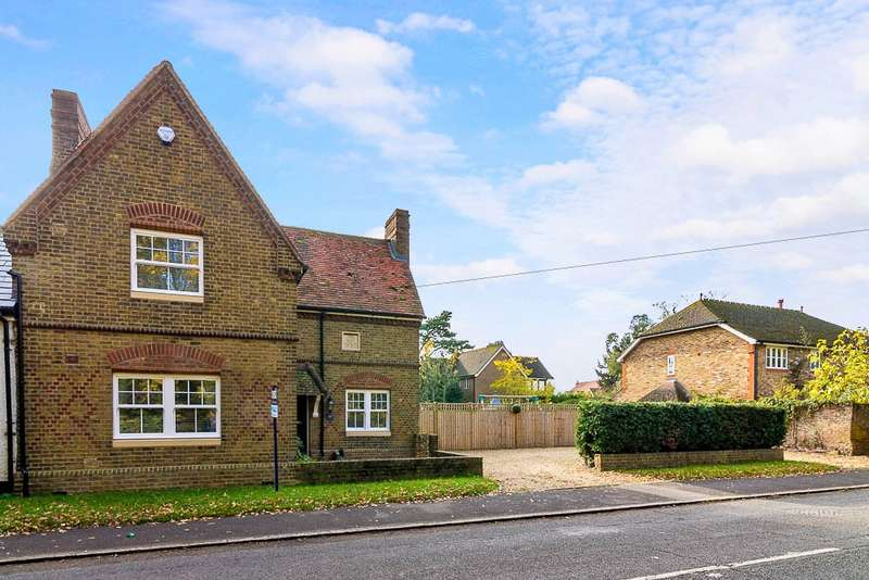 3 Bedrooms Link Detached House for sale in Station Road, Wraysbury, TW19