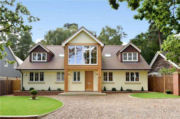 5 Bedrooms Detached House for sale in Dukes Ride, Crowthorne, Berkshire
