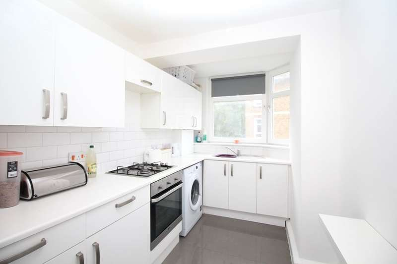 2 Bedrooms Flat for sale in Valley Grove, London, SE7