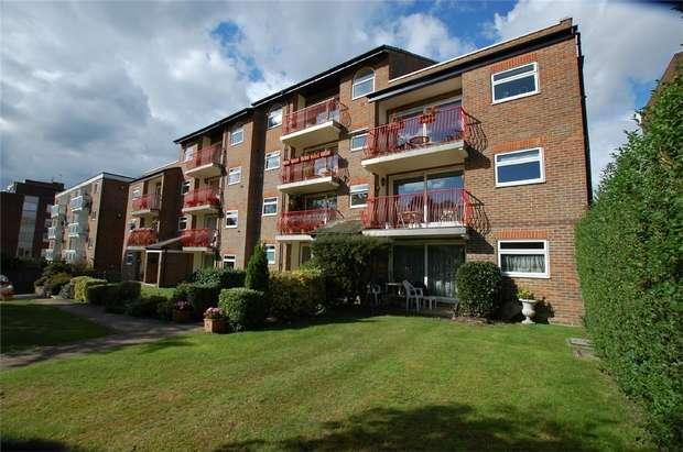 3 Bedrooms Flat for sale in Oakbrook, 8 Court Downs Road, BECKENHAM, Kent