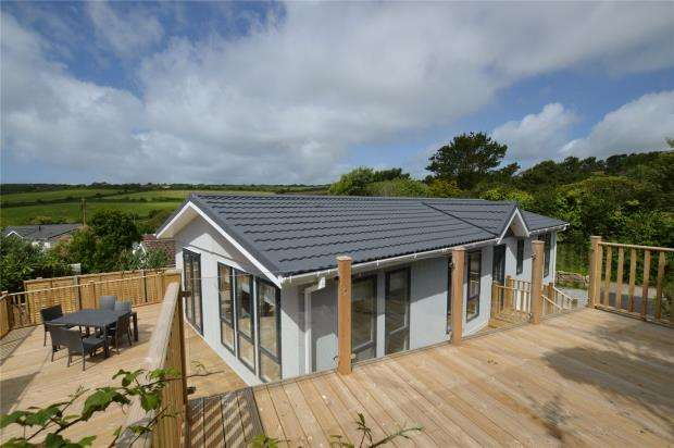 2 Bedrooms Detached Bungalow for sale in Two Chimneys Caravan Park, Praa Sands, Penzance, Cornwall