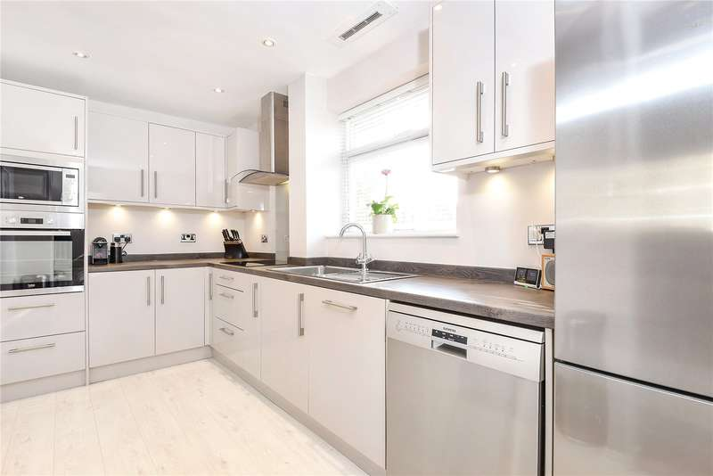 3 Bedrooms Maisonette Flat for sale in Roy Road, Northwood, Middlesex, HA6