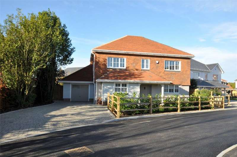 4 Bedrooms Detached House for sale in Oakdene Gardens, School Lane, North Mundham, Chichester,West Sussex, PO20