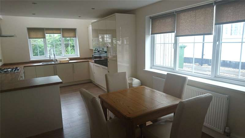3 Bedrooms Detached House for rent in Gainsborough Drive, Leeds, West Yorkshire, LS16