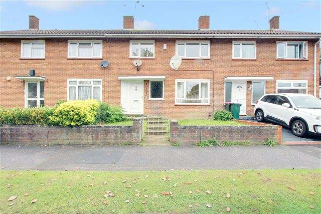 3 Bedrooms Terraced House for sale in Drake Road, Tilgate, Crawley