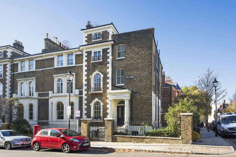4 Bedrooms Flat for sale in Highbury Crescent, London