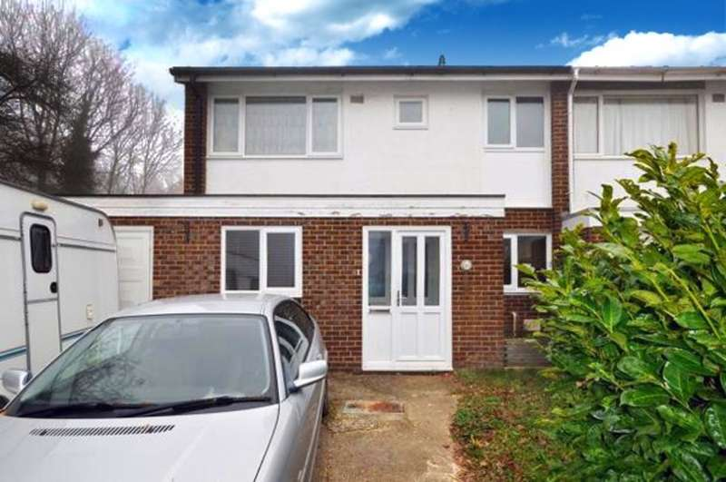 3 Bedrooms Semi Detached House for sale in Stirling Way, Horsham