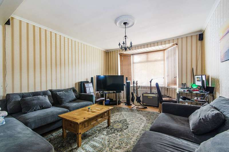 3 Bedrooms House for sale in Queens Avenue, Greenford, UB6