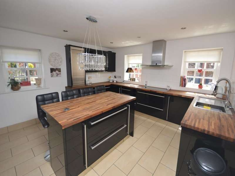 3 Bedrooms Detached House for sale in Bawtry Road Farm Bawtry Road, Hatfield Woodhouse, Doncaster, DN7