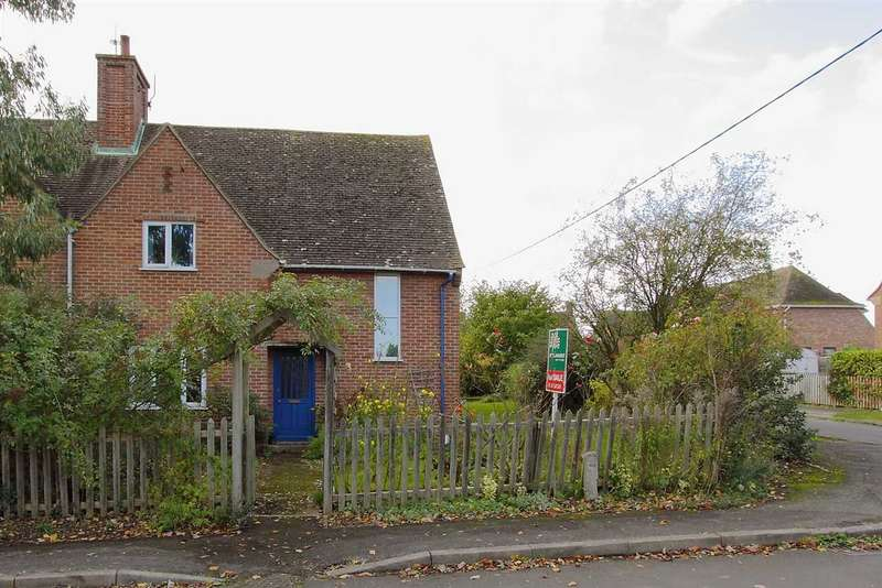 4 Bedrooms Semi Detached House for sale in The Crescent, Goodworth Clatford, Andover