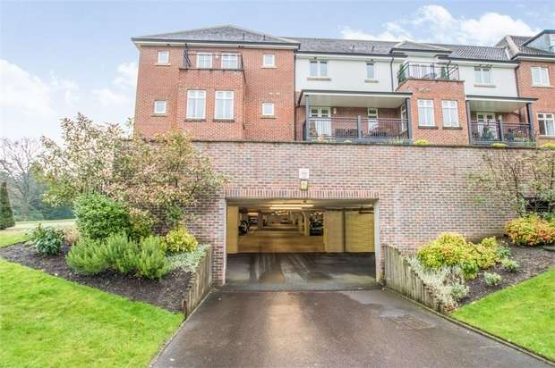 3 Bedrooms Flat for sale in Beacon Crescent, Hindhead, Surrey
