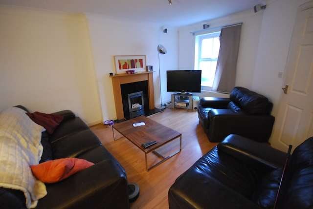 4 Bedrooms Semi Detached House for rent in Parrs Wood Rd, Fallowfield, Manchester, M20 4SH