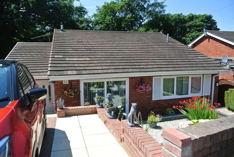 3 Bedrooms Detached House for sale in St Davids Close, Penygarn, Pontypool, NP4