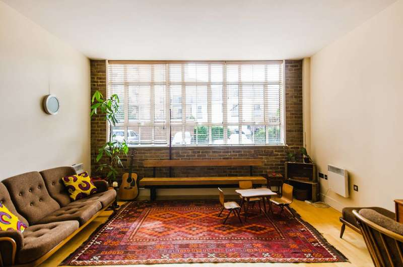 2 Bedrooms Flat for rent in Peckham Grove, Peckham, SE15
