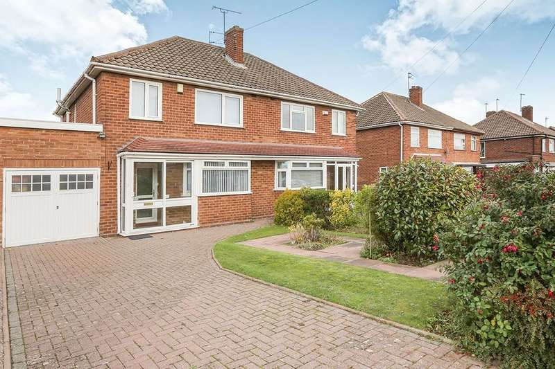 3 Bedrooms Semi Detached House for sale in Derwent Road, Wolverhampton, WV6