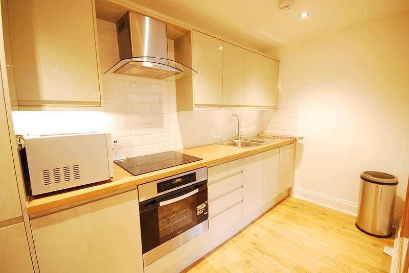 3 Bedrooms Flat for rent in Grainger Street, Newcastle