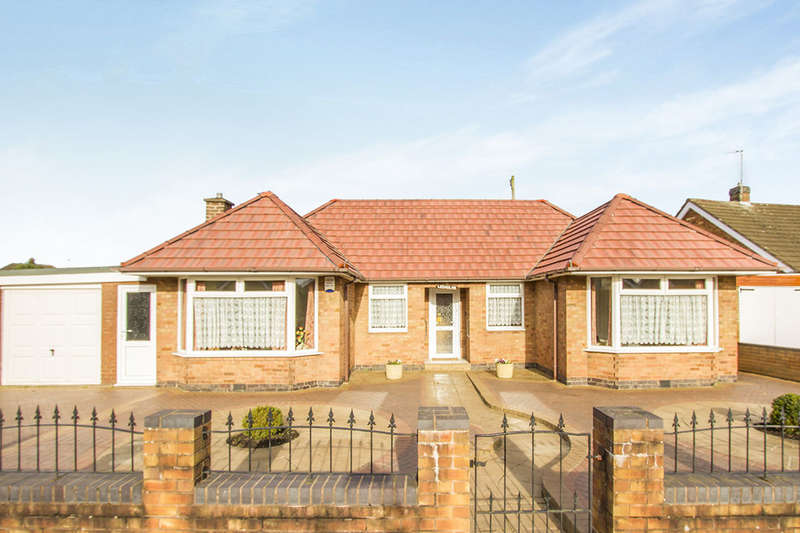2 Bedrooms Detached Bungalow for sale in Topps Heath, Bedworth, CV12