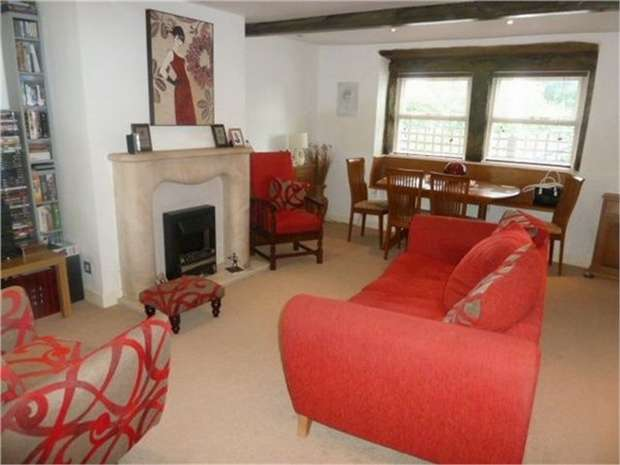 3 Bedrooms Terraced House for sale in Bradshaw Lane, Halifax, West Yorkshire