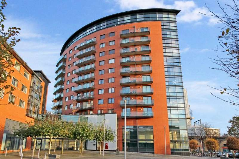 2 Bedrooms Apartment Flat for sale in Kings Tower, Marconi Plaza, Chelmsford, Essex, CM1 1GS
