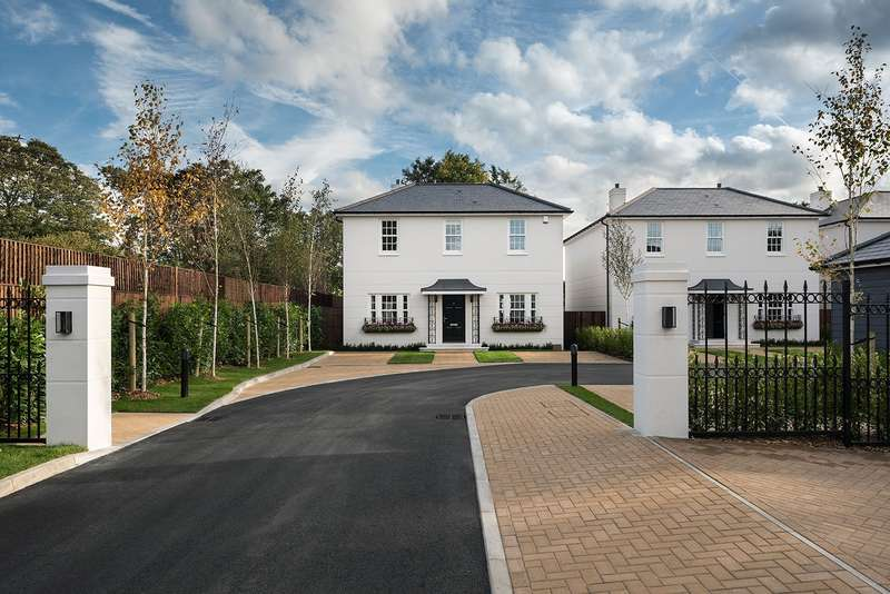 4 Bedrooms Detached House for sale in Montagu Mews, 145a Slough Road, Datchet, SL3
