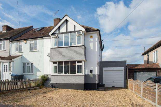 2 Bedrooms End Of Terrace House for sale in Chessington