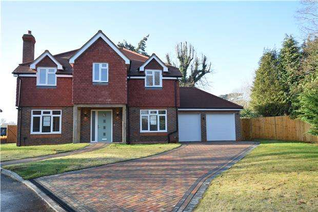 5 Bedrooms Detached House for sale in Horley Lodge Lane, REDHILL, RH1 5EA
