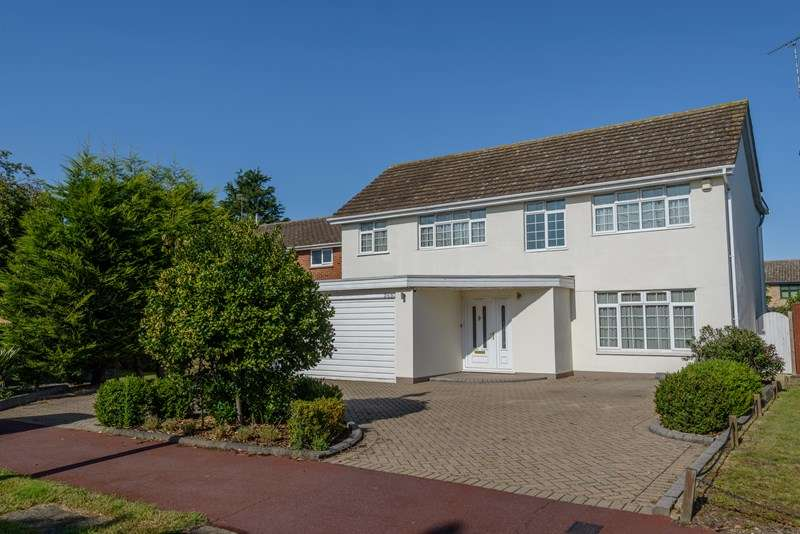 4 Bedrooms Detached House for sale in Bournes Green School Catchment, Thorpe Bay