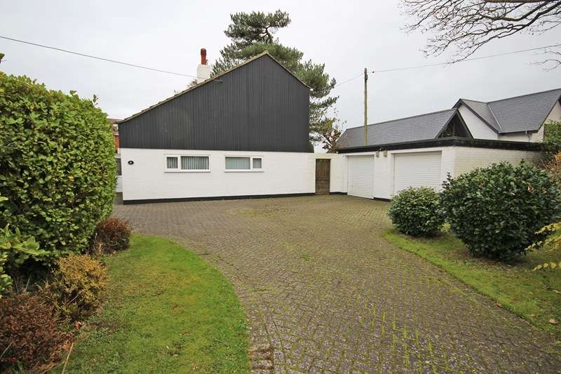 4 Bedrooms Chalet House for sale in Becton Lane, Barton on Sea, New Milton