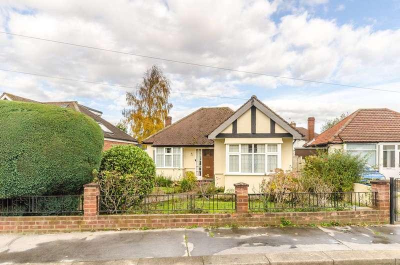 2 Bedrooms Bungalow for sale in Oak Way, Croydon, CR0