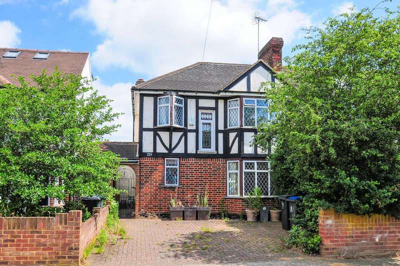 3 Bedrooms Semi Detached House for sale in Barnfield Avenue, North Kingston, KT2