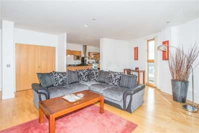 2 Bedrooms Flat for rent in Mackenzie House, Clarence Dock