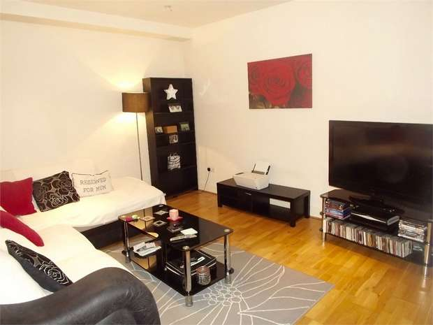 2 Bedrooms Flat for sale in 130 High Street, Uckfield, East Sussex
