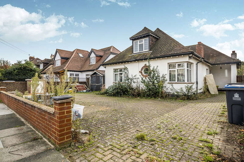4 Bedrooms Detached Bungalow for sale in Thetford Road, New Malden, KT3