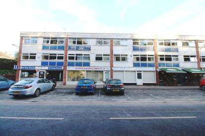 2 Bedrooms Flat for sale in Silverdale Road, Gatley, Cheadle, Greater Manchester