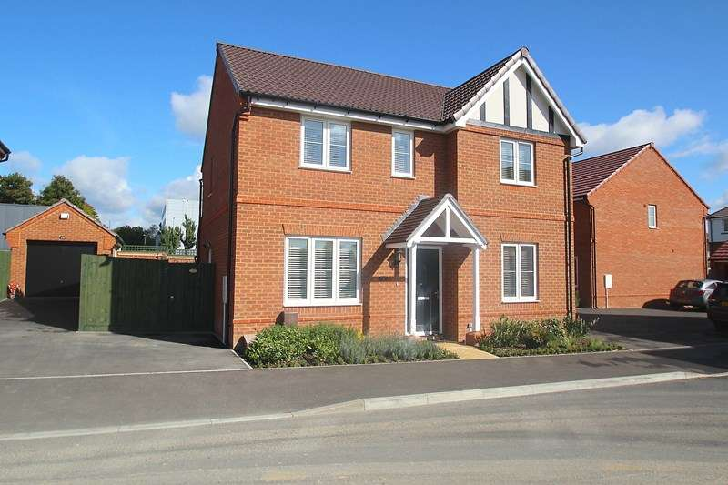 4 Bedrooms Detached House for sale in Normandy Road, Fareham