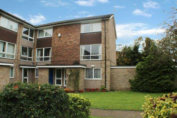 2 Bedrooms Maisonette Flat for sale in Lima Court, Bath Road, Reading
