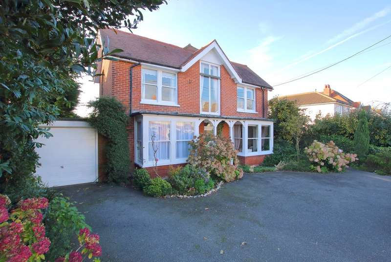 5 Bedrooms Detached House for sale in Carrington Lane, Milford on Sea, Lymington, Hampshire