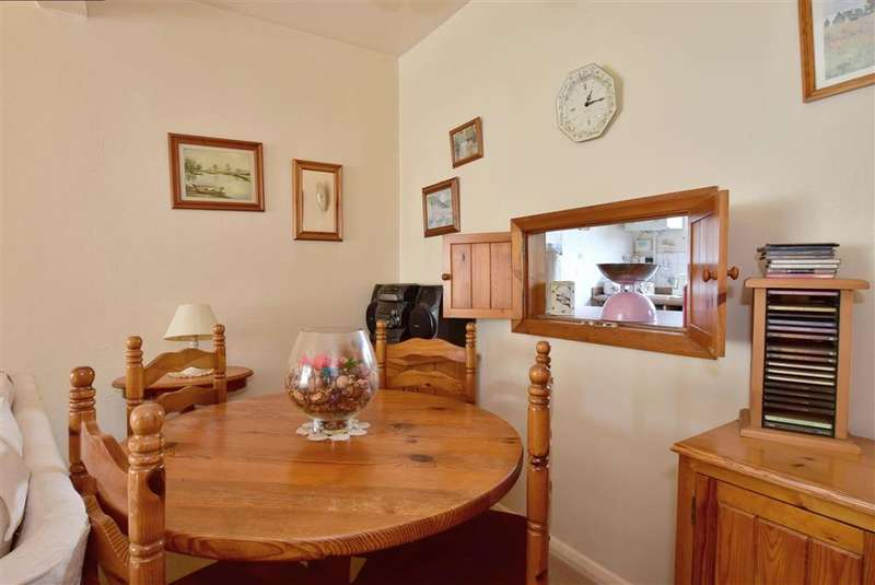 3 Bedrooms Terraced House for sale in Medway, Crowborough, East Sussex