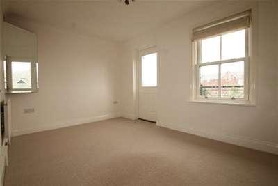 3 Bedrooms Town House for rent in Littlehampton