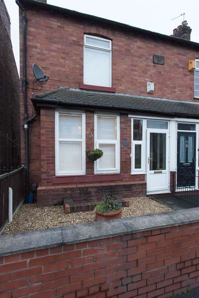 2 Bedrooms Semi Detached House for sale in Sinderland Road, Altrincham, Greater Manchester, WA14