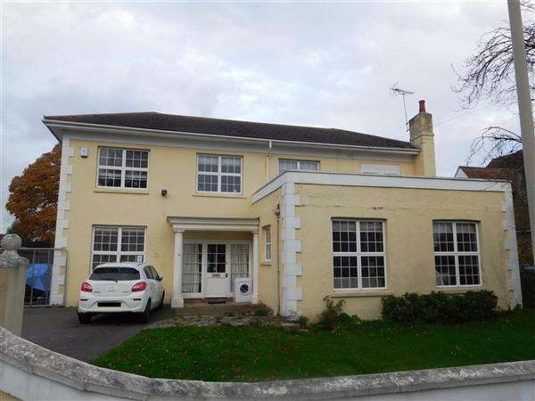 3 Bedrooms Detached House for sale in Branksea Avenue, Poole