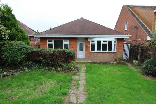 2 Bedrooms Detached Bungalow for sale in Rayleigh Road, Esstwood, LEIGH-ON-SEA, Essex