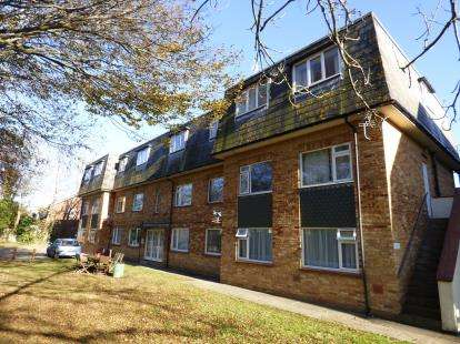 2 Bedrooms Flat for sale in Stamford Avenue, Hayling Island, Hampshire