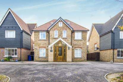 7 Bedrooms Detached House for sale in Chafford Hundred, Grays, Essex