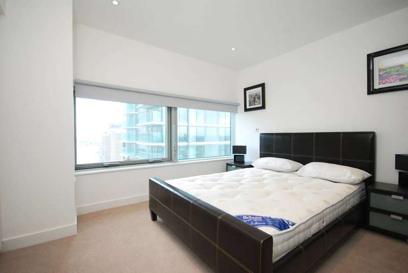 2 Bedrooms Flat for sale in The Landmark, Canary Wharf, E14