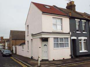 2 Bedrooms End Of Terrace House for sale in Queen Street, Rochester, Kent