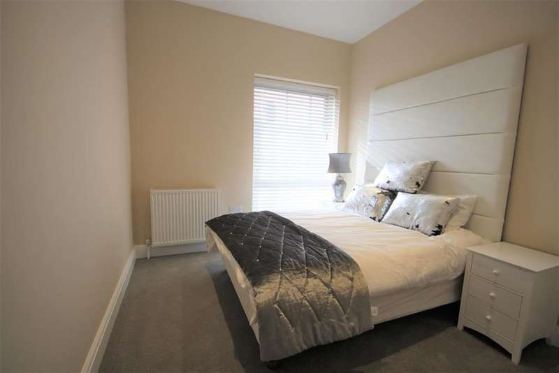 2 Bedrooms Flat for sale in Kings Court Apartments, Little King Street, East Grinstead, RH19