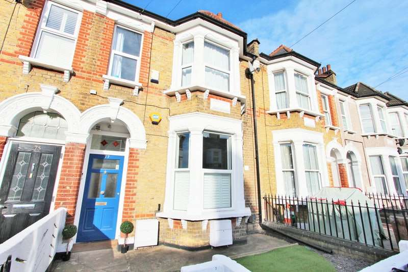 2 Bedrooms Flat for sale in Honley Road, London, London, SE6