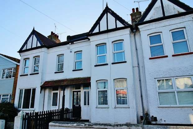 2 Bedrooms Flat for sale in Trinity Road, Southend-on-sea, SS2
